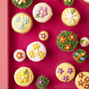 Spring flower cupcakes feature image