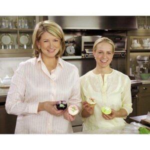 tara teaspoon with martha stewart in kitchen holding cuocakes