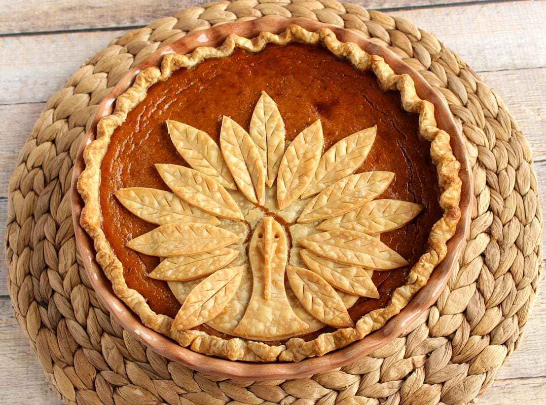 Renee from Kudos Kitchen blog created this darling turkey crust