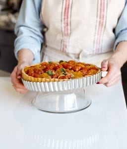 Photo showing How to remove the ring from a tart pan