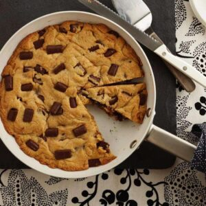 The Best Skillet Chocolate Chip Cookie