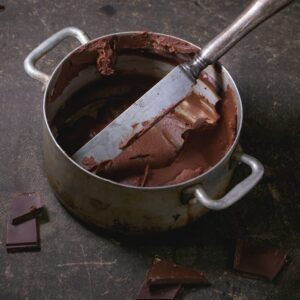Aluminium pan with chocolate cream