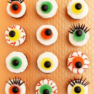 different eyeball cupacakes