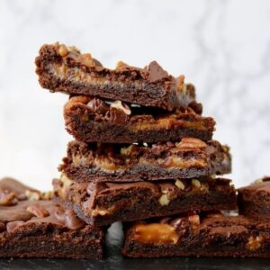 caramel chocolate brownies square