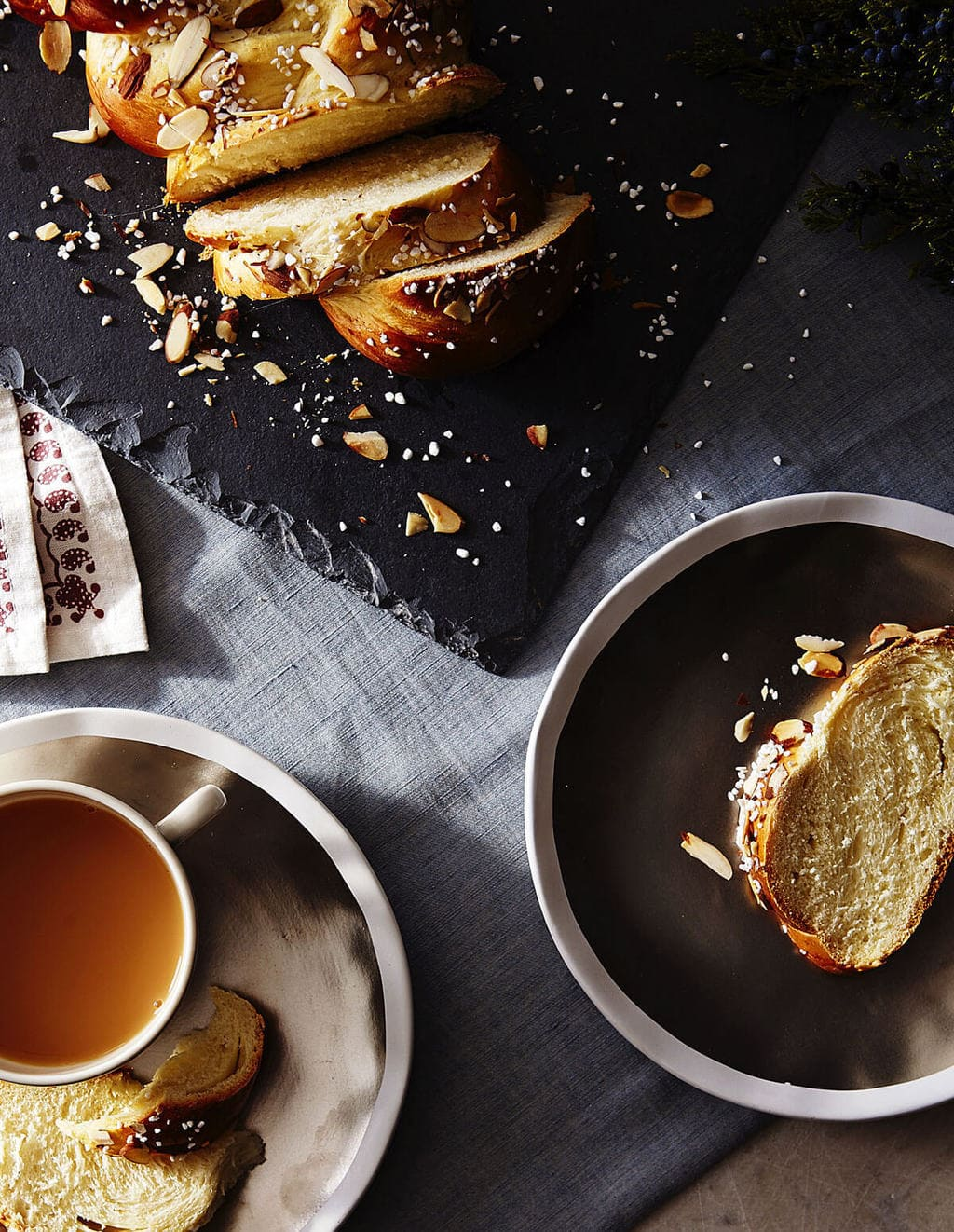 Sliced pulla bread with coffee