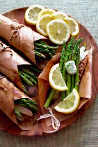 Salmon with asparagus and lemon wrapped in paper