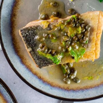 Salmon in a pan with lemon