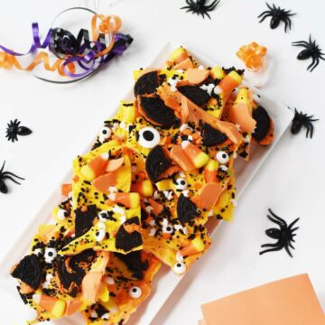 halloween candy bark with oreos