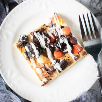 peanut butter sugar cookie pizza for Halloween