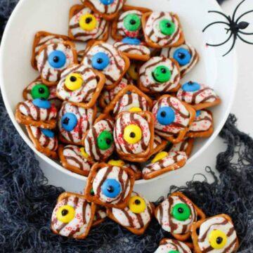 monster eyeball pretzels