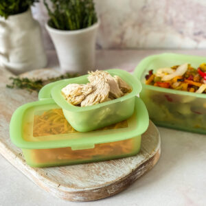 Lekue storage containers with chicken
